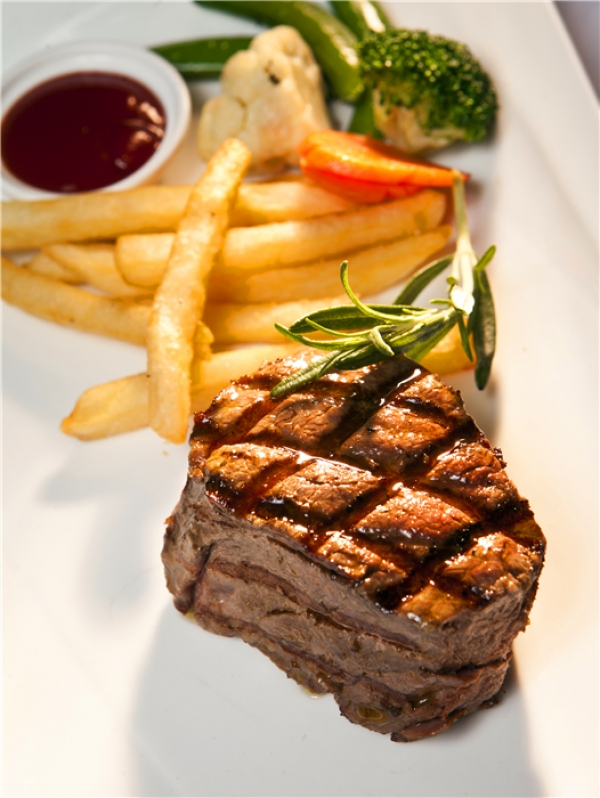 Grilled New Zealand Beef Filet Mignon with Black pepper Sauce150g